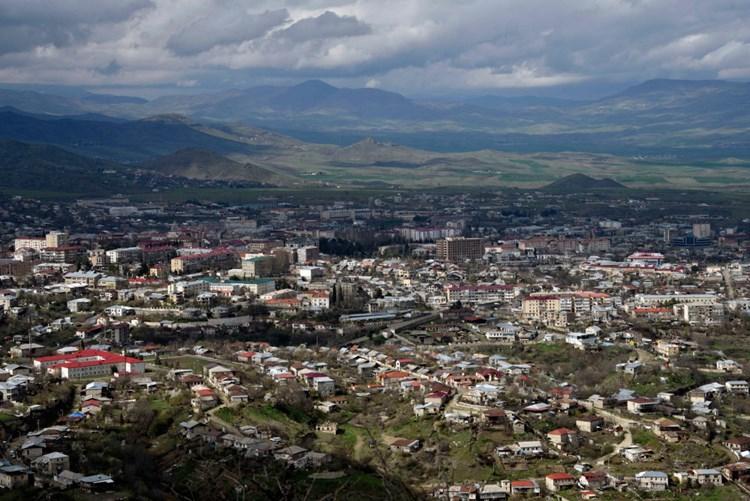Tote Und Verletzte Nach Beschuss In Konfliktregion Bergkarabach Aserbaidschan Derstandard De International