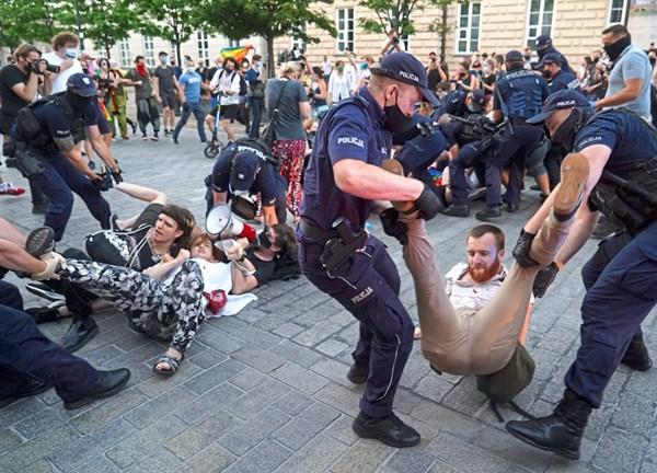 Foto: JANEK SKARZYNSKI / AFP