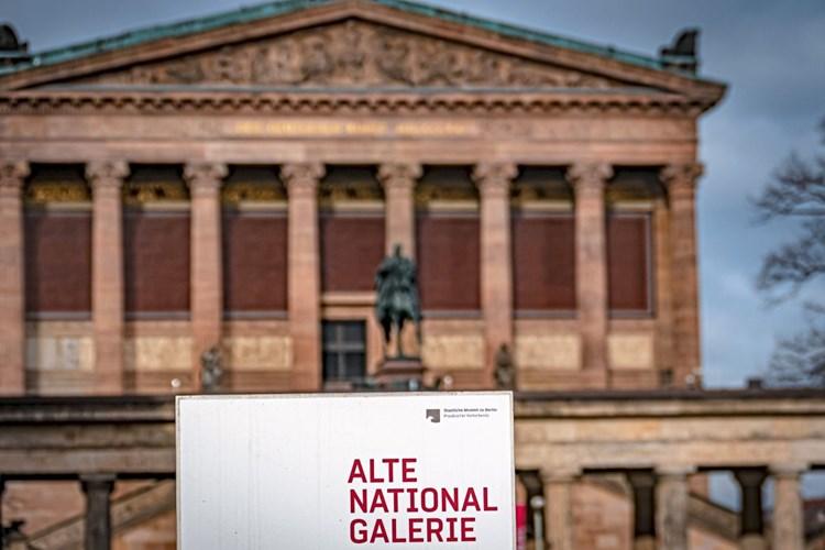 70 Kunstobjekte Auf Berliner Museumsinsel Beschadigt Bildende Kunst Derstandard De Kultur