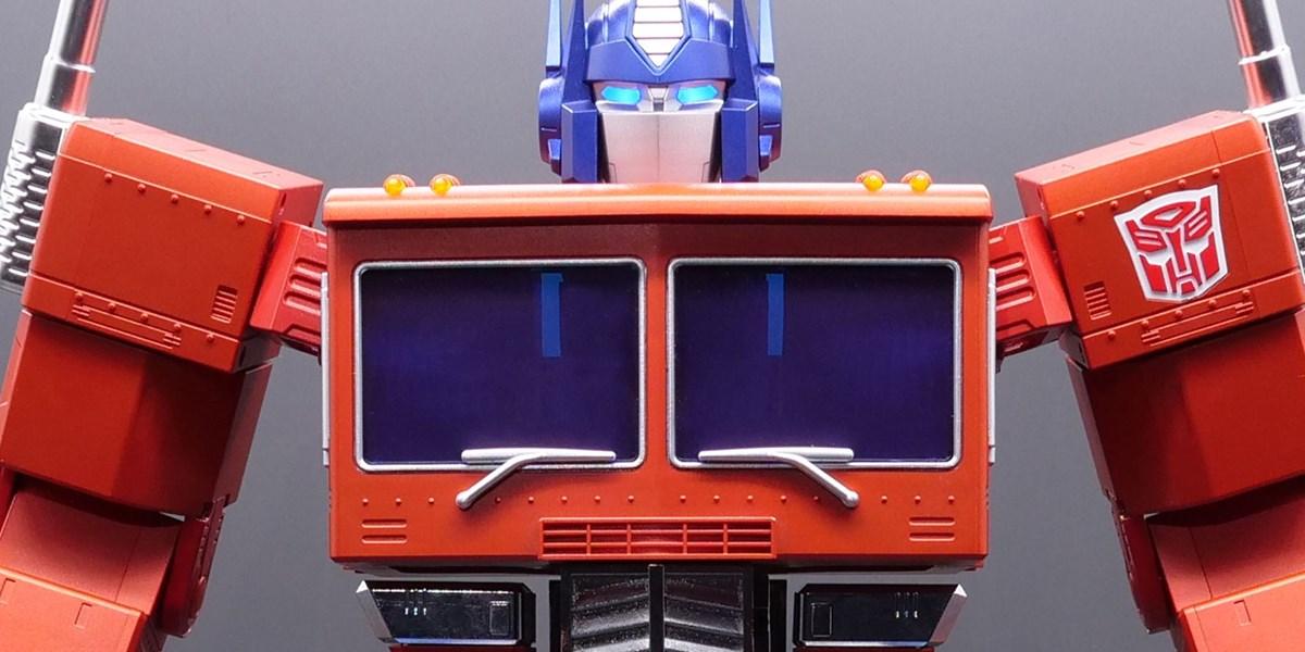 Transformers: 700 Dollar Optimus Prime kann sich automatisch verwandeln