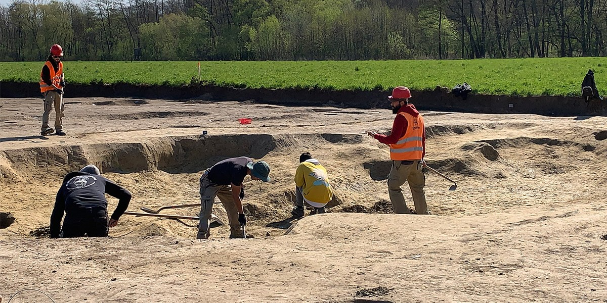 Straßenbaustelle gibt über 9.000 Jahre alte Gebäudereste frei