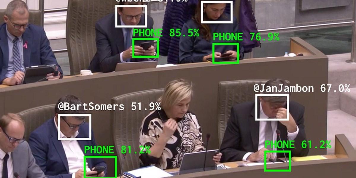Politiker, die auf Handys starren: Entwickler trollt Abgeordnete mit Twitter-Bot