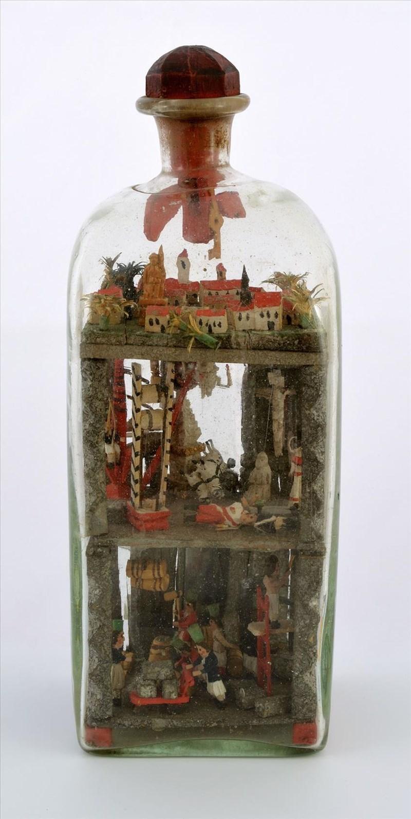 Ein Eingericht himmlischer Tugend: Die Welt der Bergarbeiter in einer Flasche