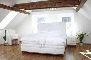 luxusbetten wie man sich bettet bauen wohnen umbauen sanieren bauen. Black Bedroom Furniture Sets. Home Design Ideas