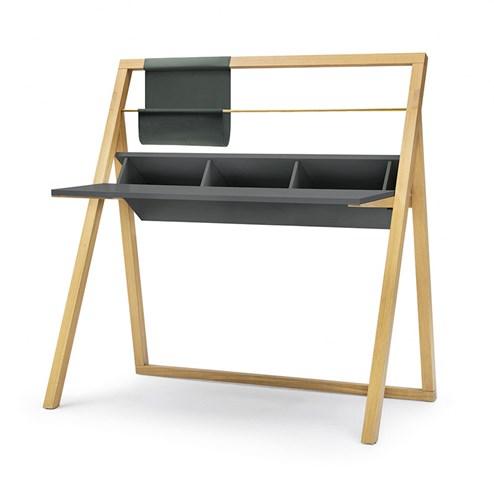 interio tv m bel stil och charm av en kvinna. Black Bedroom Furniture Sets. Home Design Ideas