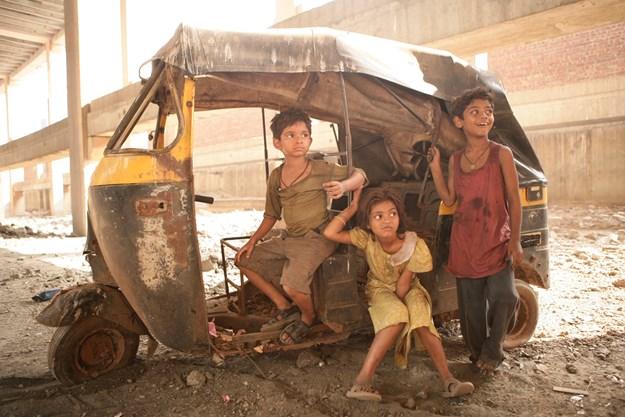 https://images.derstandard.at/t/M625/movies/2008/12313/170726180032655_38_slumdog-millionaer_aufm02.jpg