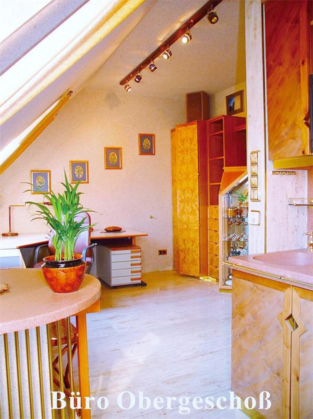 dachgeschossmaisonette mit potential in renommierter lage top preis leistungsverh ltnis. Black Bedroom Furniture Sets. Home Design Ideas