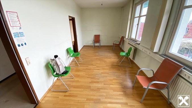 Büro 3 - derzeit Wartebereich