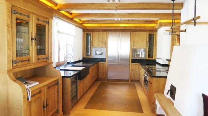 ...wie auch die voll ausgestattete Küche