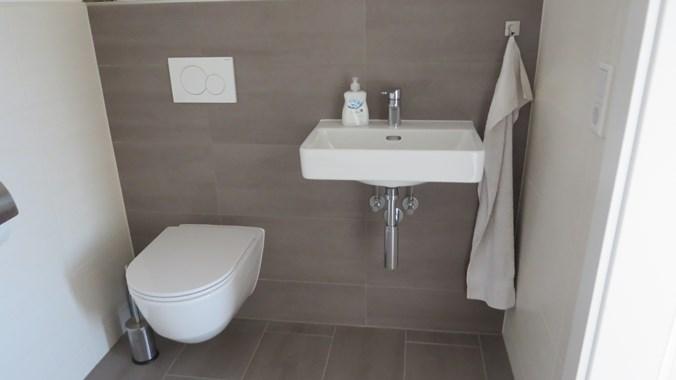 WC mit hochwertiger Ausstattung (Geberit, Hansgrohe, Laufen)