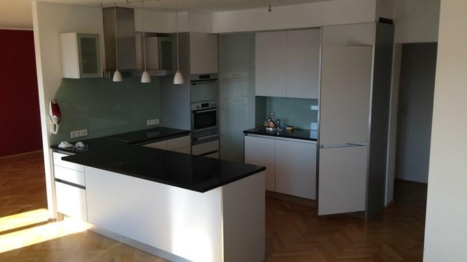 Küche in Verbindung mit Wohnraum