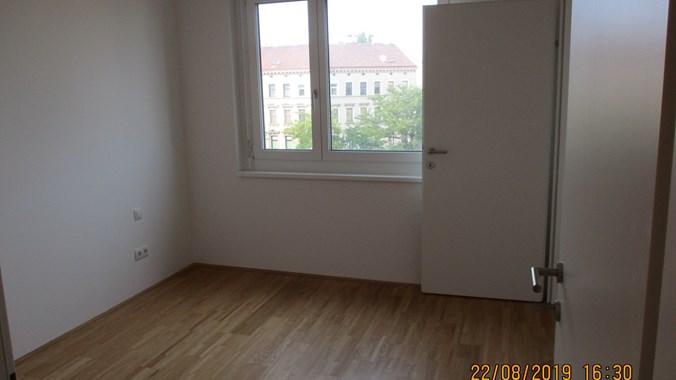 Zimmer mit begehbarer Garderobe